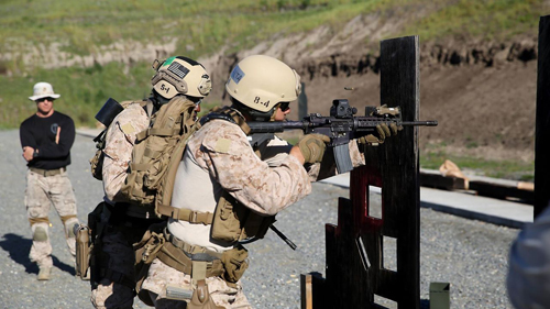 Marine Corps News: Recon Marines Conduct Close-Quarter Training